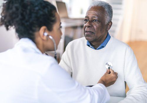 Doctor checks man for congestive heart failure