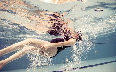 Pregnant woman in swimming pool