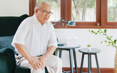 Older person experiencing pain from knee osteoarthritis