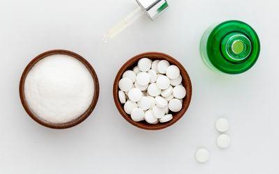 Ferulic Acid powder, skin serum, and tablets