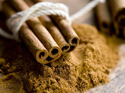 Cinnamon in two forms: sticks and powder