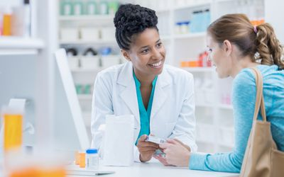 A pharmacist gives a recommendation to a customer.