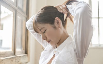 Woman putting her hair up
