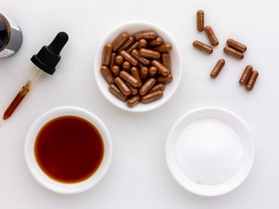 Bloodroot capsules, extract, and powder