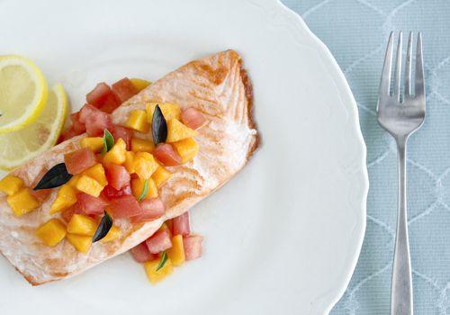 Salmon with papaya chutney