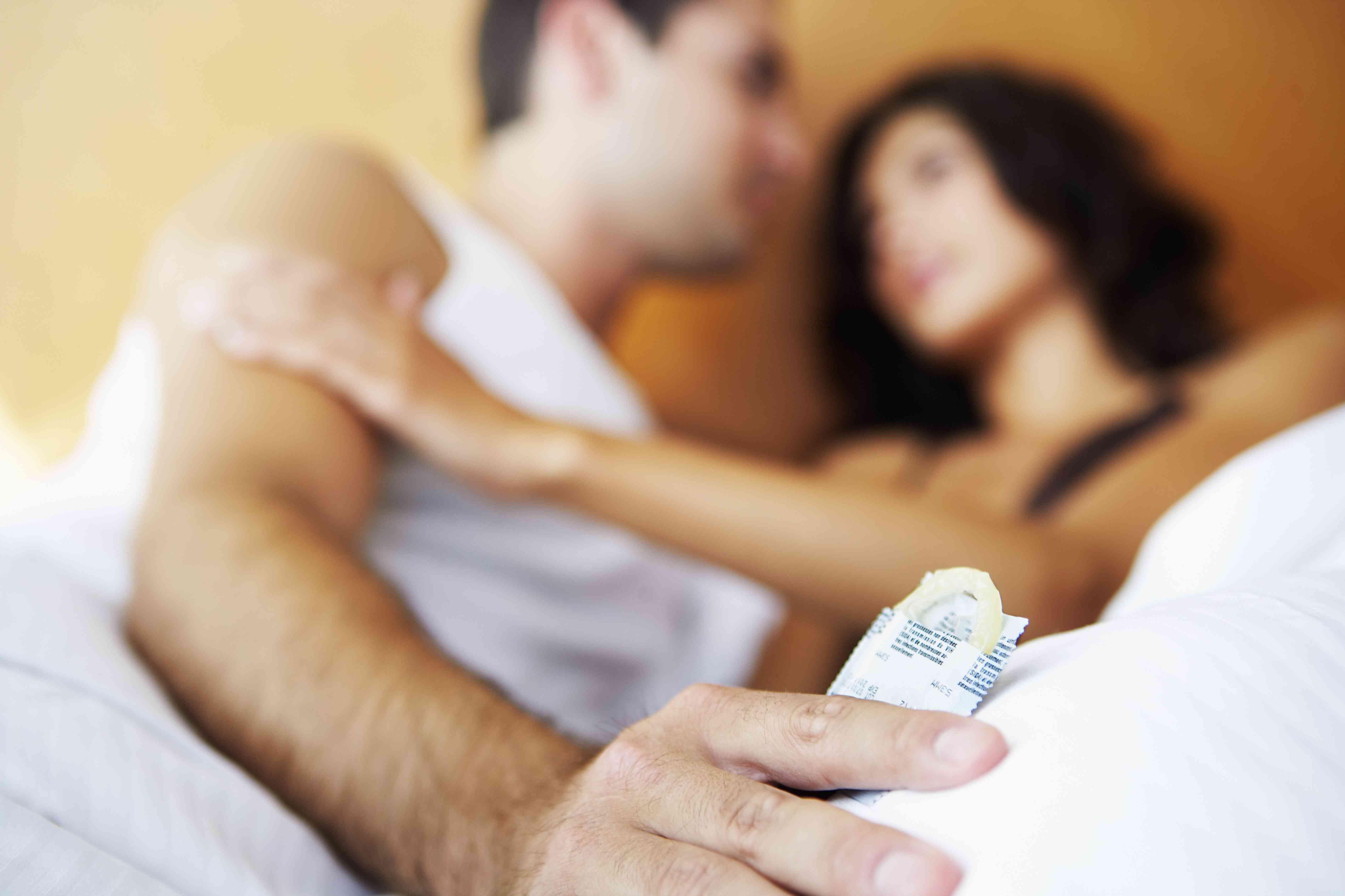 seks-s-prezervativom-smotret-onlayn-video-paren-bog-kunilingusa-video