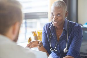 Doctor and patient chat about the verbal fluency test