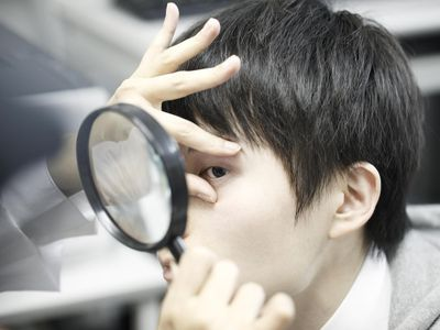 person performing Eye Dominance Test
