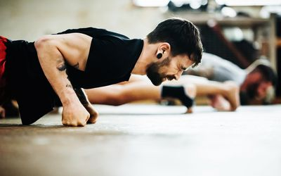 guy doing push-ups