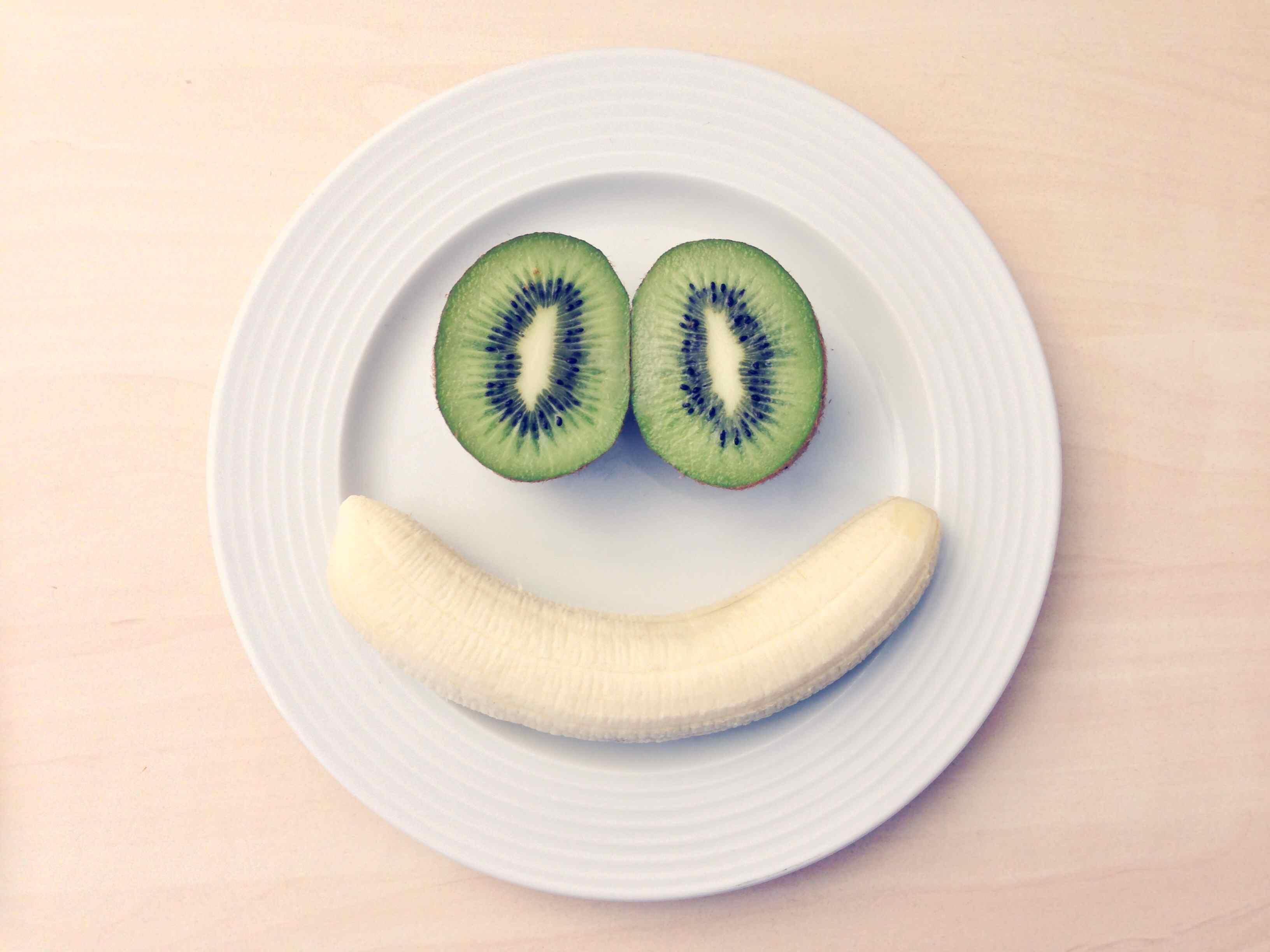 smiley face made with kiwi and banana