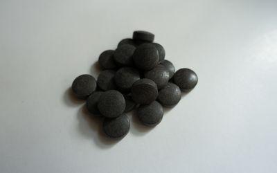 Chelated iron pills