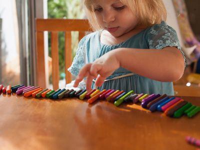 girl lining up crayons