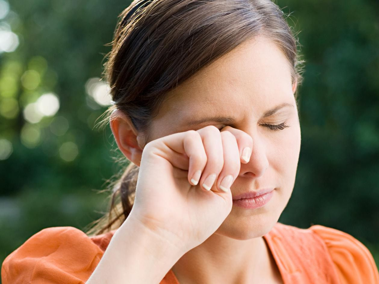 Flaky Eyelids: Causes and Risk Factors