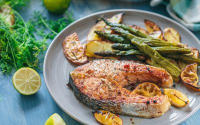 Salmon with citrus and vegetables