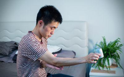 Using moisturizer for atopic dermatitis