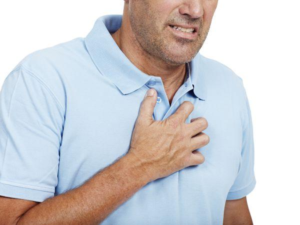 Getty-Man-Heartburn.jpg