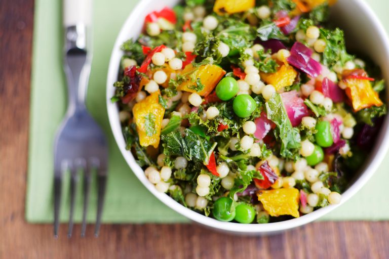 Salad with beans and grains