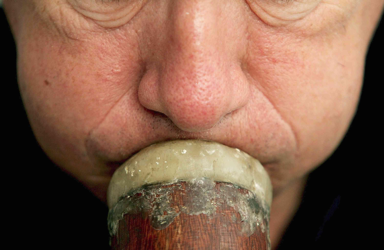Man blows on the didgeridoo
