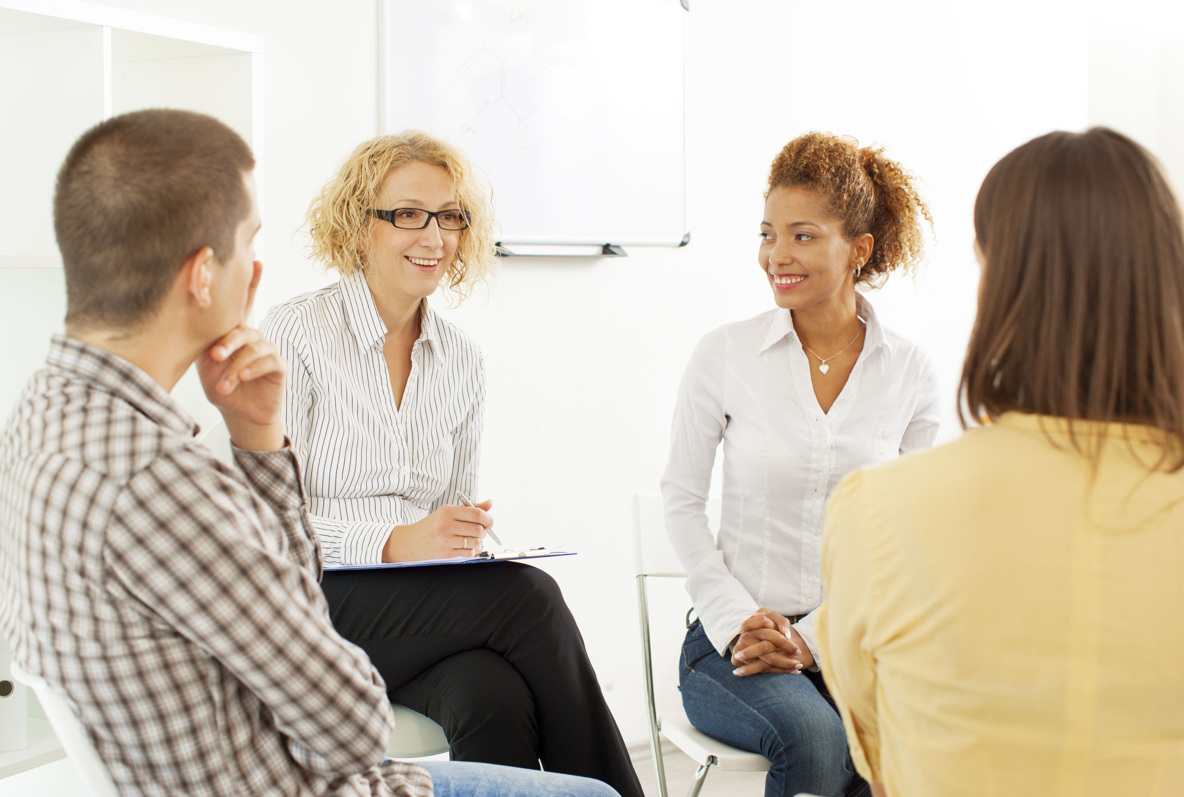 Woman therapist leading an infertility support group