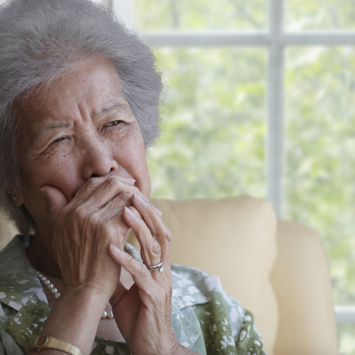 How to Handle Leaving a Loved One With Dementia After Visiting Her
