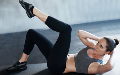 a woman doing abdominal crunches