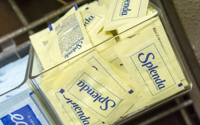 Packages of Splenda and Equal