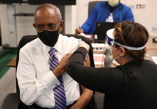 senator receives vaccine from nurse in Florida