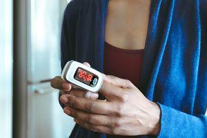 Pulse oximeter reading on a finger
