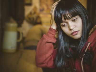 teen girl with headache