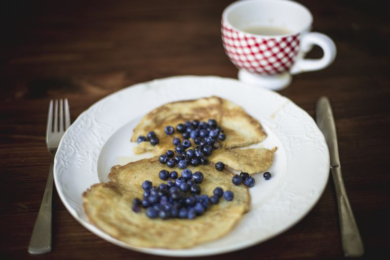 Crepe, maple syrup and blueberries