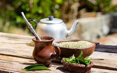 brewed yerba mate tea with leaves