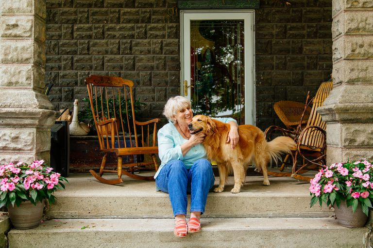 Pet therapy assists people with dementia