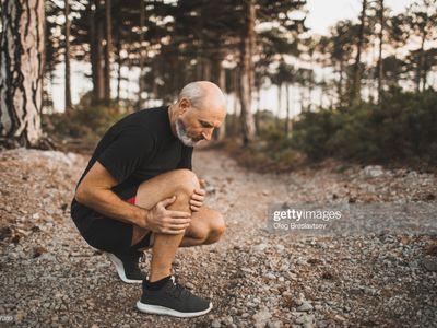 man holding painful knee, chondrocalcinosis