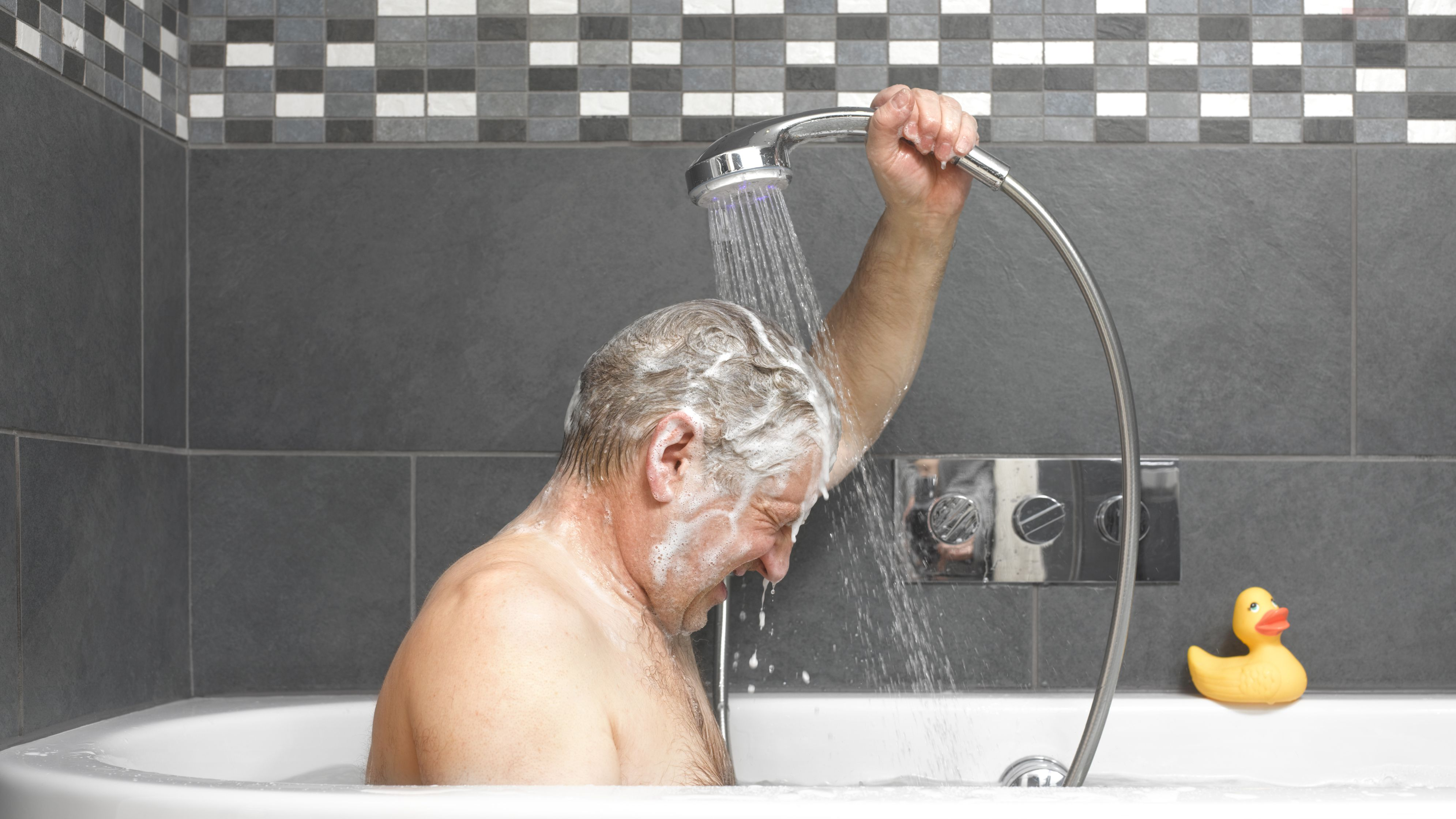 18 Tips for Helping Someone With Dementia Shower or Bathe