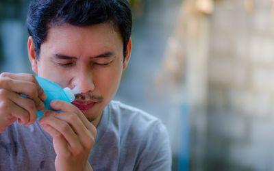 man rinsing sinuses