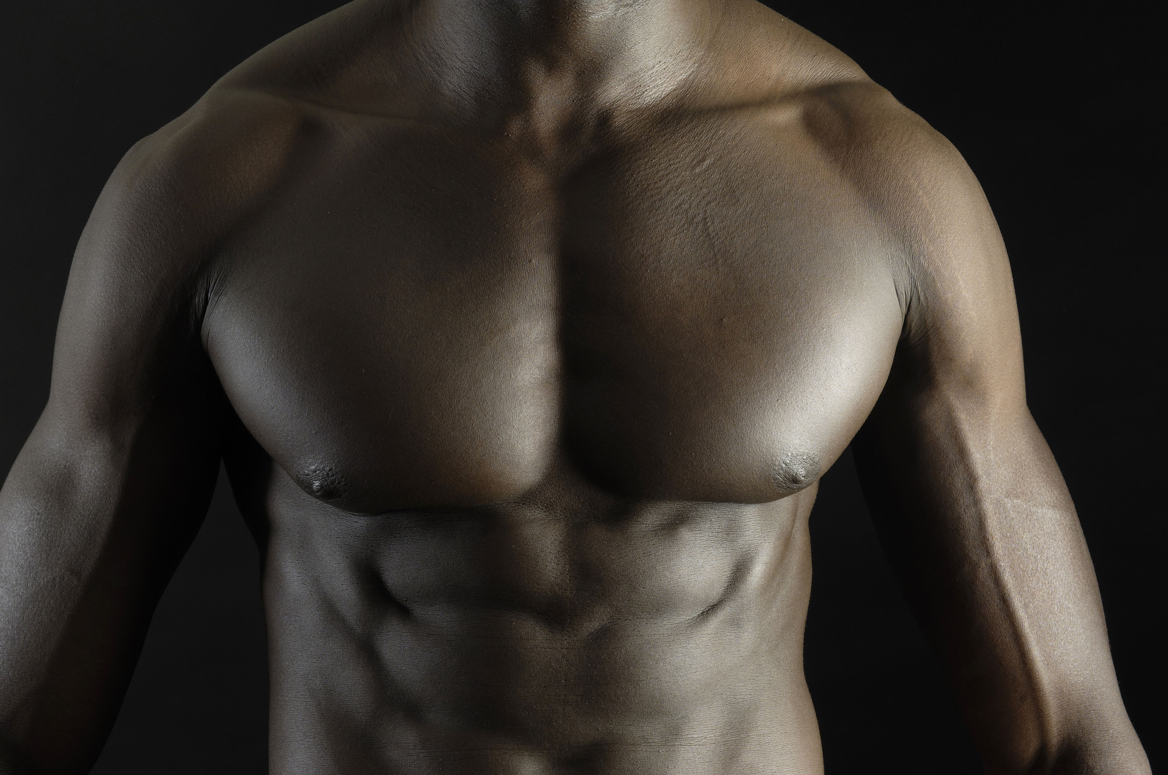 Strong pec and ab muscles.