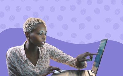Women pointing at the screen on her computer