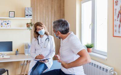 Patient describes ulcerative colitis flare symptoms to doctor