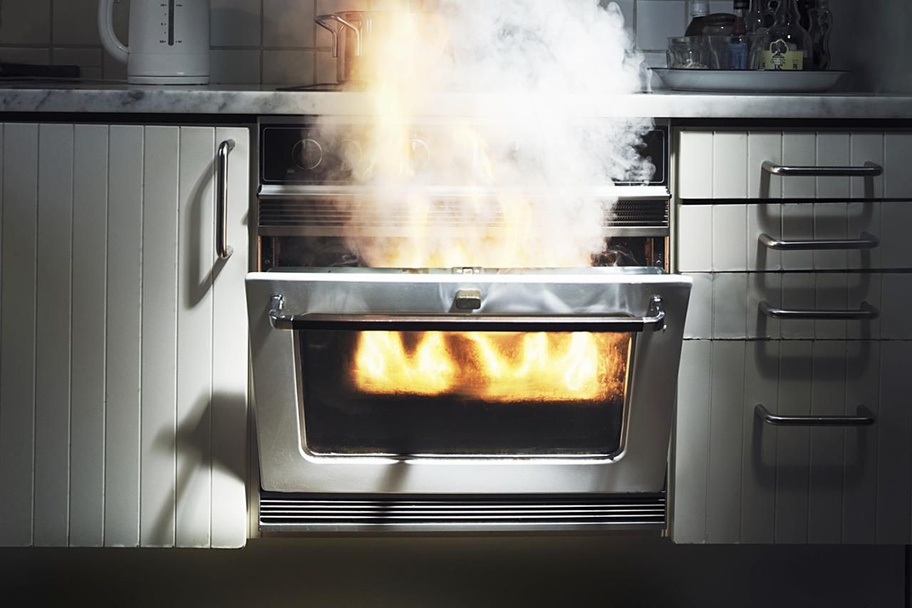 How to put out a grease fire in the kitchen - How to put out a fireplace ...
