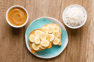 BRAT diet of bowl of rice, applesauce, and toast with bananas
