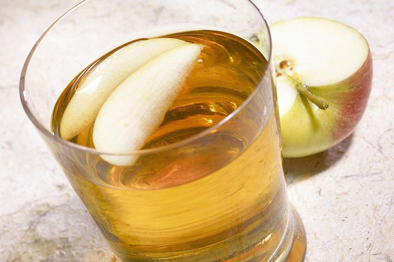 apple juice with slices of apples