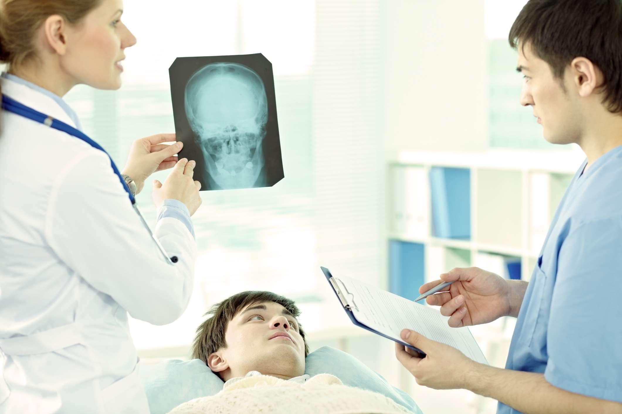 reviewing concussion symptoms
