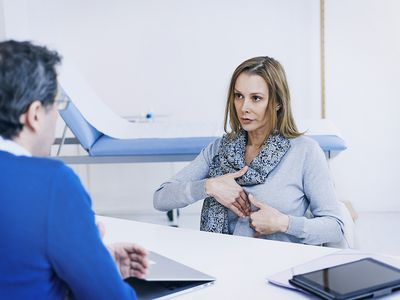 A doctor explaining stomach pain to her patient