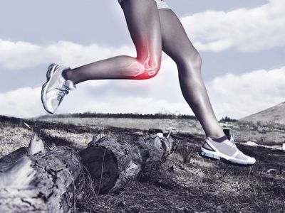 Photo of trail runner with knee pain.