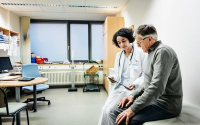hip surgery, doctor and patient