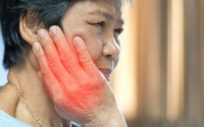 osteonecrosis of the jaw may cause pain in cancer patients