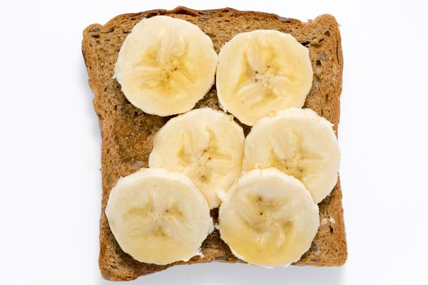 Sliced bananas on toast