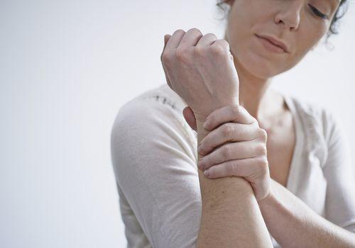woman experiences wrist pain