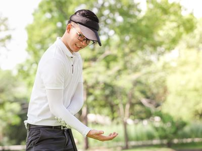 A young golfer playing with pain in his elbow