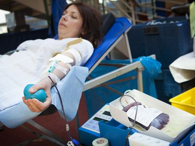 Mobile blood donation unit with woman with lupus wondering if she can donate